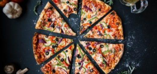 Obľuba rozvozov jedla stále rastie. U ľudí vedie pizza.