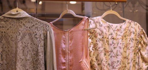 Štyri jarné odevy, ktoré nesmiete chýbať