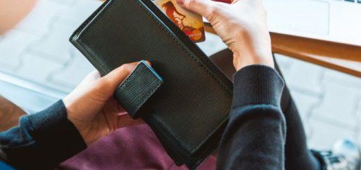 Koľko míňa Česi pomocou kreditných kariet?